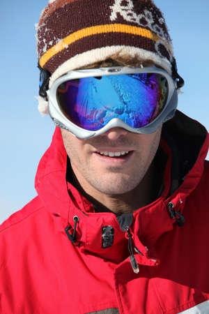 Photo pour young man skiing - image libre de droit