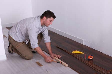 craftsman putting a wood flooring
