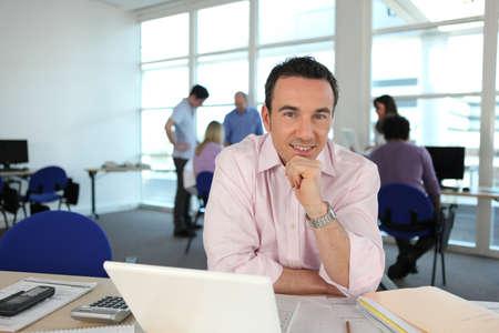 Photo pour Man working at his desk - image libre de droit