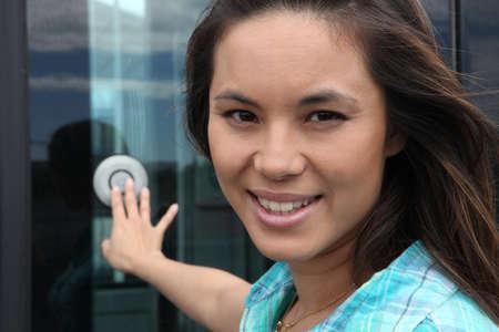 Photo pour Closeup young woman pressing bell - image libre de droit