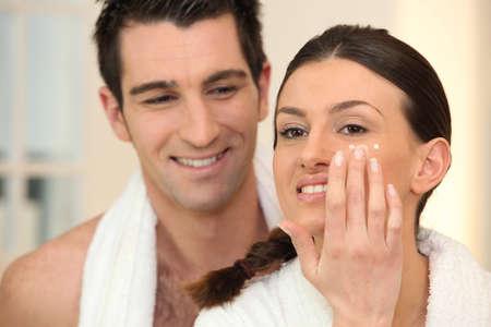 Photo pour Woman applying under eye cream - image libre de droit
