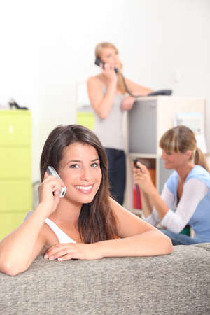 Photo pour girls on the phone - image libre de droit