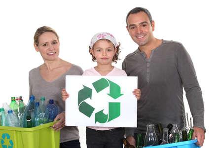 Photo pour family waste sorting - image libre de droit