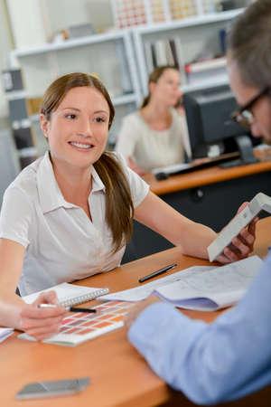 Photo pour Female architect checking the costs - image libre de droit