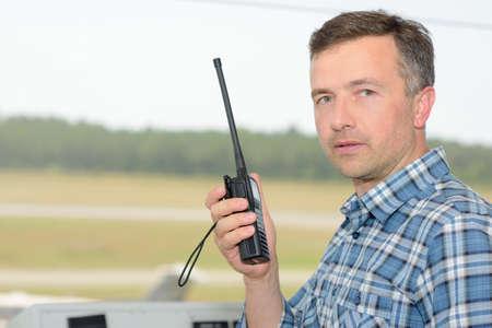Photo pour Man holding radio receiver - image libre de droit