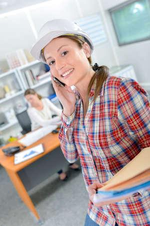 Photo pour Female architect in the office - image libre de droit