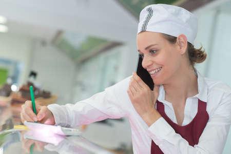 Photo pour smiling female doctor at the clinic reception desk - image libre de droit