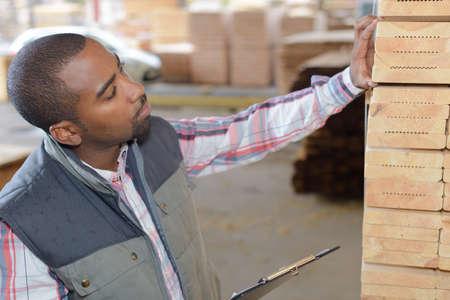 Photo pour random warehouse product inspection - image libre de droit