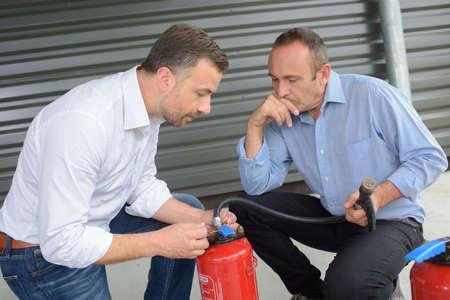 Foto de fire extinguisher safety training - Imagen libre de derechos