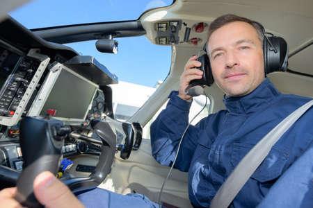 Photo pour pilot in helicopter - image libre de droit