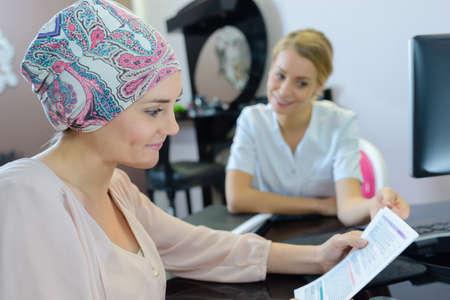 Photo pour female client in beauty salon with a beautician - image libre de droit