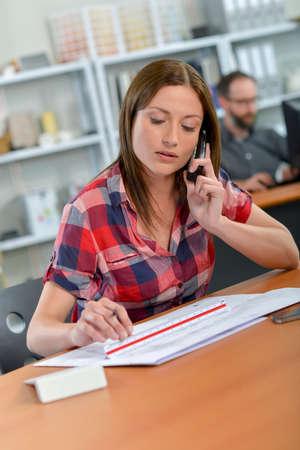 Photo pour woman and cellphone in the office - image libre de droit