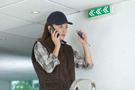 Photo pour Female contractor on telephone - image libre de droit