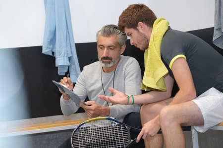 Photo pour man having tennis lesson with instructor - image libre de droit
