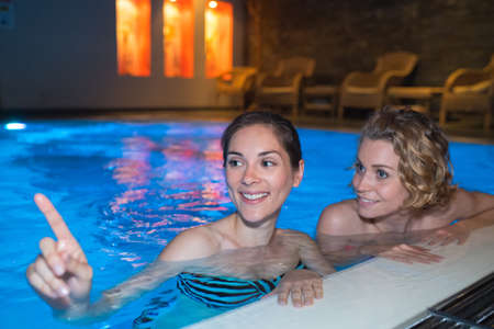 Photo pour girl relaxing in the pool at night - image libre de droit