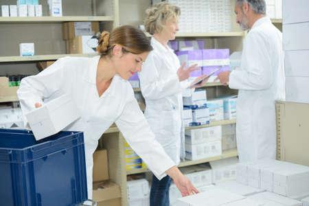 Photo pour sorting out pharmaceuticals - image libre de droit