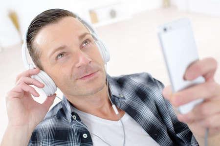 Photo pour A man with headphones - image libre de droit
