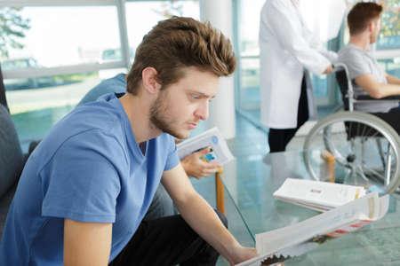 Photo pour young man waiting for a dental exam - image libre de droit