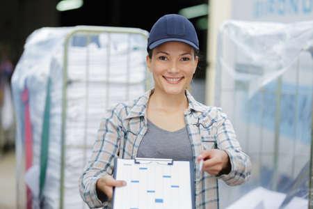 Photo pour female laundry delivery worker - image libre de droit