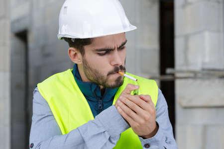 Photo pour smoking cigarette on construction site - image libre de droit