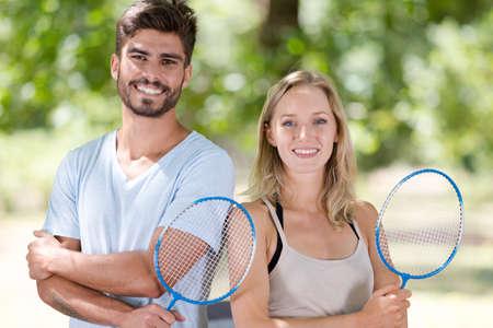 Photo pour couple posing with badminton racket - image libre de droit