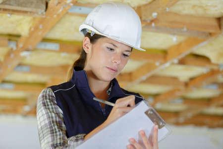 Photo pour portrait of a young builder with clipboard - image libre de droit