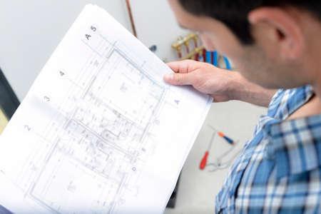 Photo pour male worker during study the plan - image libre de droit