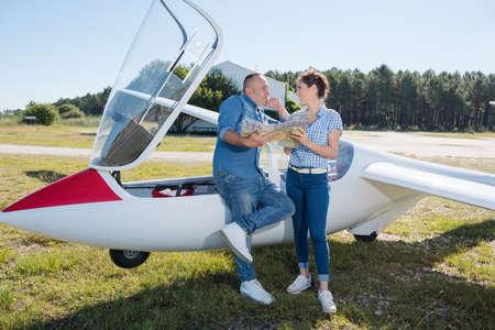 Photo pour beautiful stylish couple in near private plane - image libre de droit