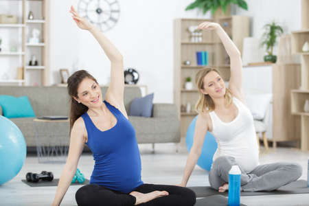 Photo pour pregnant women doing yoga indoors - image libre de droit