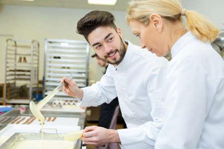 Photo pour woman and man making chocolote - image libre de droit