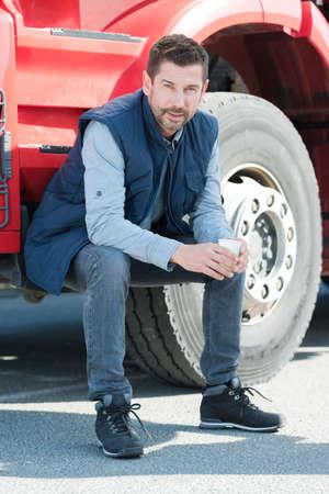 Photo pour truck driver sitting on steps of cab - image libre de droit