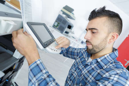 Photo pour fixing a printer - image libre de droit