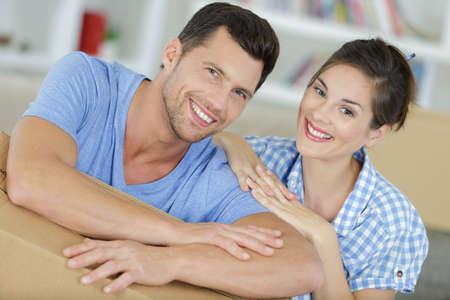 Photo pour happy young couple moving in new home unpacking boxes - image libre de droit