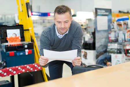 Photo pour salesman in book store - image libre de droit