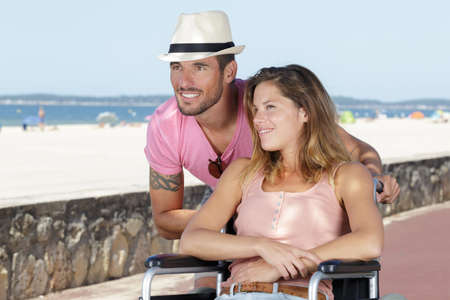 Photo pour man and his disabled wife at the seaside - image libre de droit