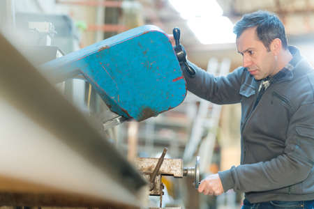 Photo pour worker in factory on the machine - image libre de droit