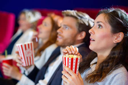 Photo pour friends in the cinema on comedy - image libre de droit