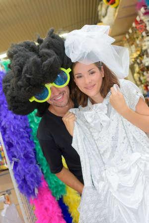 Photo pour a couple is dressing up - image libre de droit