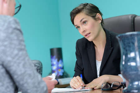 Photo pour two women working together in an office - image libre de droit