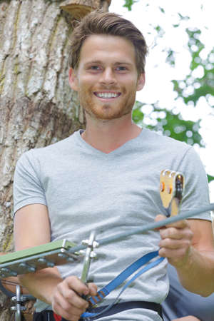 Photo pour happy man at the extreme rope park with carabiners - image libre de droit