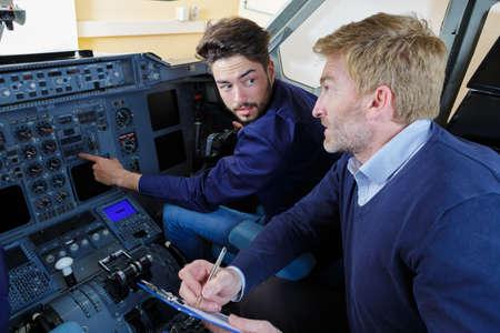 Photo pour engineers in the pilot cockpit - image libre de droit