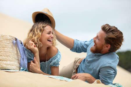 Photo pour lovely attractive couple on the white sand dune - image libre de droit
