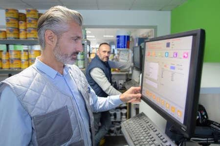 Photo pour factory technician checking data on the screen - image libre de droit