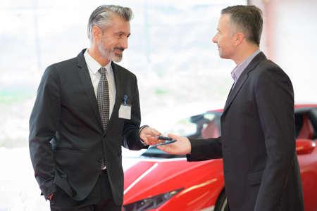 Photo pour car dealer showing auto garage - image libre de droit