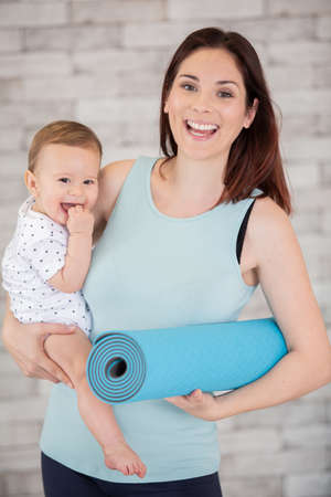 Photo pour mother going to do fitness exercises with her baby - image libre de droit