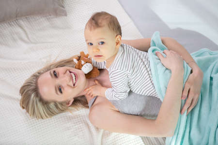 Photo pour young mother with her newborn baby - image libre de droit