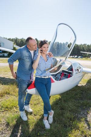 Photo pour a couple standing near jet - image libre de droit