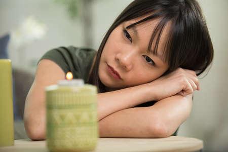Photo pour smiling woman holding a lit match to a candle - image libre de droit