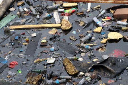 Photo pour Trash and garbage floating on the surface of the water. Plastic waste and foam dumped into the water, causing sewage. - image libre de droit