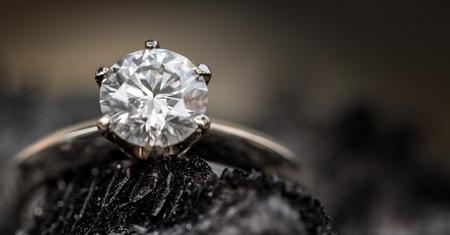 Photo pour Diamond ring - image libre de droit